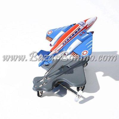 """AN0070 - AEREO """"STRATOLINER"""" Flying Hops in Latta"""